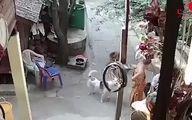 حمله وحشیانه راهب بودایی به پسر معلول + فیلم
