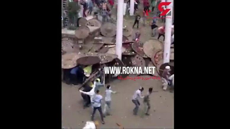 جشنواره عجیب پرتاب سنگ در هند که 100 زخمی برجای گذاشت!+فیلم