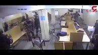 ضرب و شتم دانشجویان توسط پلیس در کتابخانه دانشگاه + فیلم / هند