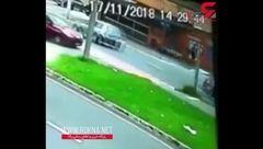 راننده بی احتیاط راه موتورسوار را سد کرد و تصادف وحشتناکی رقم خورد+ فیلم