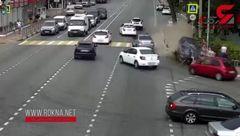 لت و پار شدن چند زن و مرد در پیاده رو  زیر ماشین + تصویر