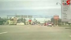 چپ شدن خودروی پلیس حین تعقیب یک سارق + فیلم