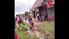 ویدیوی آزاردهنده از کشته شدن قاتل یک زن زیر کتک مردم + فیلم