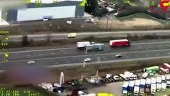 اقدام عجیب یک راننده کامیون در لاین مخالف اتوبان+ فیلم