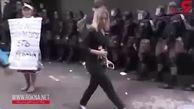 حمله وحشیانه به زن خبرنگار هنگام پخش زنده تلویزیونی! + فیلم