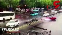 ببینید یک زن چه بلایی بر سر ماشین فراری آورد!+ فیلم