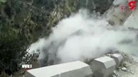 لحظه وحشتناک ریزش کوه در جاده + فیلم