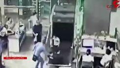 خروج ناگهانی کودک از داخل دستگاه ایکس ری ایستگاه قطار! +فیلم
