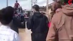 سردار آزمون برای کمک رسانی به روستای سیل زده آق قلای گلستان رفت + فیلم لحظه امداد رسانی او