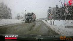 حادثه وحشتناک / تصادف شاخ به شاخ دو تریلی در جاده برفی + فیلم
