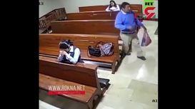 فیلم لحظه دزدی عجیب از یک زن در کلیسا / دزد دعاکنان رفت !