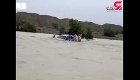 فیلمی عجیب از فداکاری بومی های کنارک برای نجات 2 مسافر در رودخانه