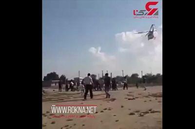 فیلم لحظه سقوط یک سیل زده از هلیکوپتر هلالاحمر در خوزستان +جزئیات