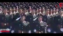 نظامیانی که همچون ربات رژه میروند + فیلم