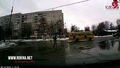 حرکت بامزه عابرپیاده در خیابان از حادثه جلوگیری کرد +فیلم