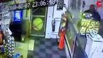 جواب دندان شکن مغازه دار به 2 دزد مسلح + فیلم