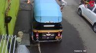 لحظه هولناک آتش گرفتن یک نوجوان دانش آموز در خیابان/ در هند رخ داد +فیلم