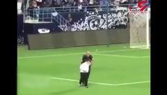 اتفاقی عجیب در فوتبال/ پسر ولیعهد عربستان هنگام بازی وارد زمین می شود وکسی جرات ندارد به او حرفی بزند+ فیلم