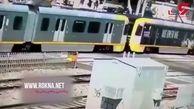 راننده بی احتیاط تصادف هولناکی را با قطار رقم زد + فیلم