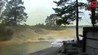 لحظه هولناک برخورد صاعقه با رودخانه+فیلم
