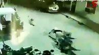 فیلم لحظه حمله  6 سگ به یک مرد در خیابان /  او چه کرد؟ / هند
