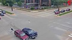 تصادف سارقان بدشانس هنگام سرقت خودرو+فیلم
