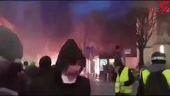 صحنه های جنگ جلیقه زردها با دولت پاریس در خیابان های+فیلم