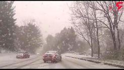 گرفتار شدن خودروهای دیفرانسیل جلو در جاده برفی + فیلم