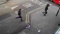 اسیدپاشی روی عابران پیاده توسط تعدادی ارازل و اوباش دیوانه+ فیلم