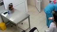 جدال سگ های زن جوان را با پیکر خونین راهی بیمارستان کرد +فیلم