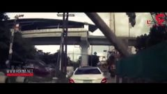 سقوط وحشتناک شمع فولادی چهار تنی روی خودرو +فیلم