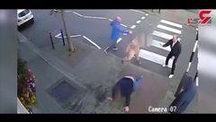 فیلمی از درگیری خونین 2 گروه اراذل و اوباش در خیابان