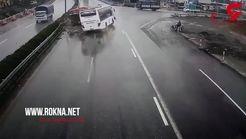 لحظه برخورد شدید ماشین آتش نشانی خلافکار با اتوبوس در بزرگراه + فیلم