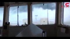 فیلم لحظه طوفان ترسناک در اقیانوس از اتاق کاپیتان کشتی + فیلم