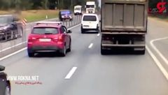 شاخ به شاخ وحشتناک یک خودرو با چهار خودروی + فیلم لحظه حادثه