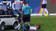 اشتباه وحشتناک تیم پزشکی در زمین فوتبال!+ فیلم