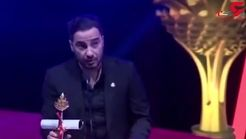 کُردی حرف زدن «نوید محمدزاده» لحظه دریافت جایزه بهترین بازیگر جشنواره سلیمانیه+فیلم