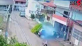 نجات معجزه آسای دوچرخه سوار پس از برخورد با خودرو + فیلم