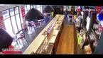 اسب چموش کافه را به هم ریخت !+فیلم