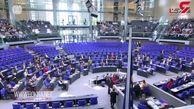 سیاستمدار آلمان هنگام سخنرانی سکته کرد + فیلم