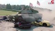 عبور تانک با سرعت زیاد از روی چندین خودرو + فیلم