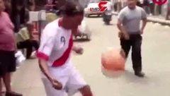 پیرمردی که ستارههای دنیای فوتبال را به رقابت طلبید! +تصویر