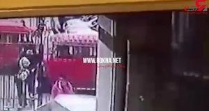 لحظه انفجار عامل انتحاری در میان پلیس های مصری + فیلم