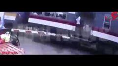 مرگ موتورسوار زیر قطار مسافربری + فیلم