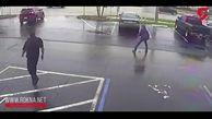 لحظه سرقت ماشین در حضور پلیس!+فیلم