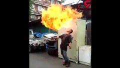 آتش اژدها صورت این مرد را سوزاند! +فیلم