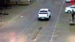 انفجار دریچه خیابانی کانال فاضلاب ماشینی را به آسمان فرستاد + فیلم