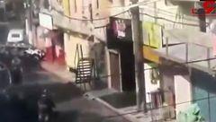 اتفاقی وحشتناک برای 25 نفر جلوی چشمان پلیس!+فیلم